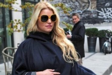 jessica simpson to give birth in heels