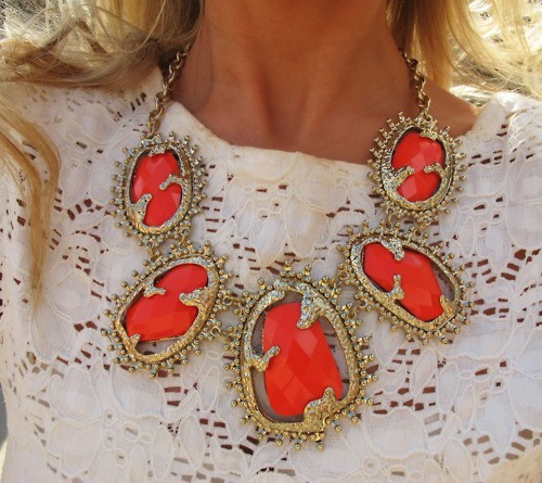 7 Amazing Colours For A Statement Wall With Wow: 7 Ways To Wear A Statement Necklace Without Looking Like