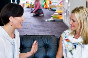 Sarah Murdoch chats with Fox in Flats Andrea Zanetich