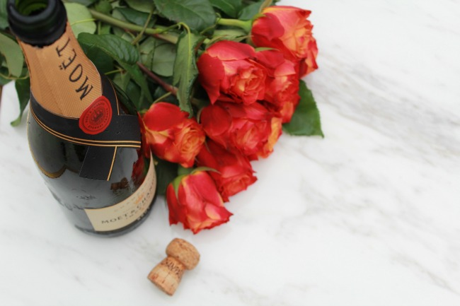 Valentines Gift Idea set up a picnic in a park or even in your living room and share a bottle of champagne